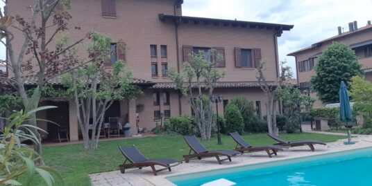 Villa bifamiliare indipendente con piscina